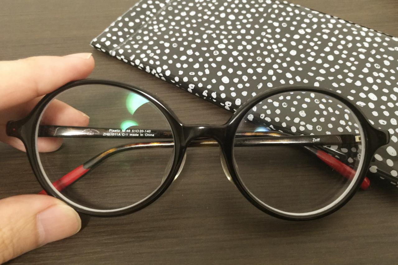 友だちと一緒にメガネ選びをして、新しいヴィジュアル作りをしてみよう