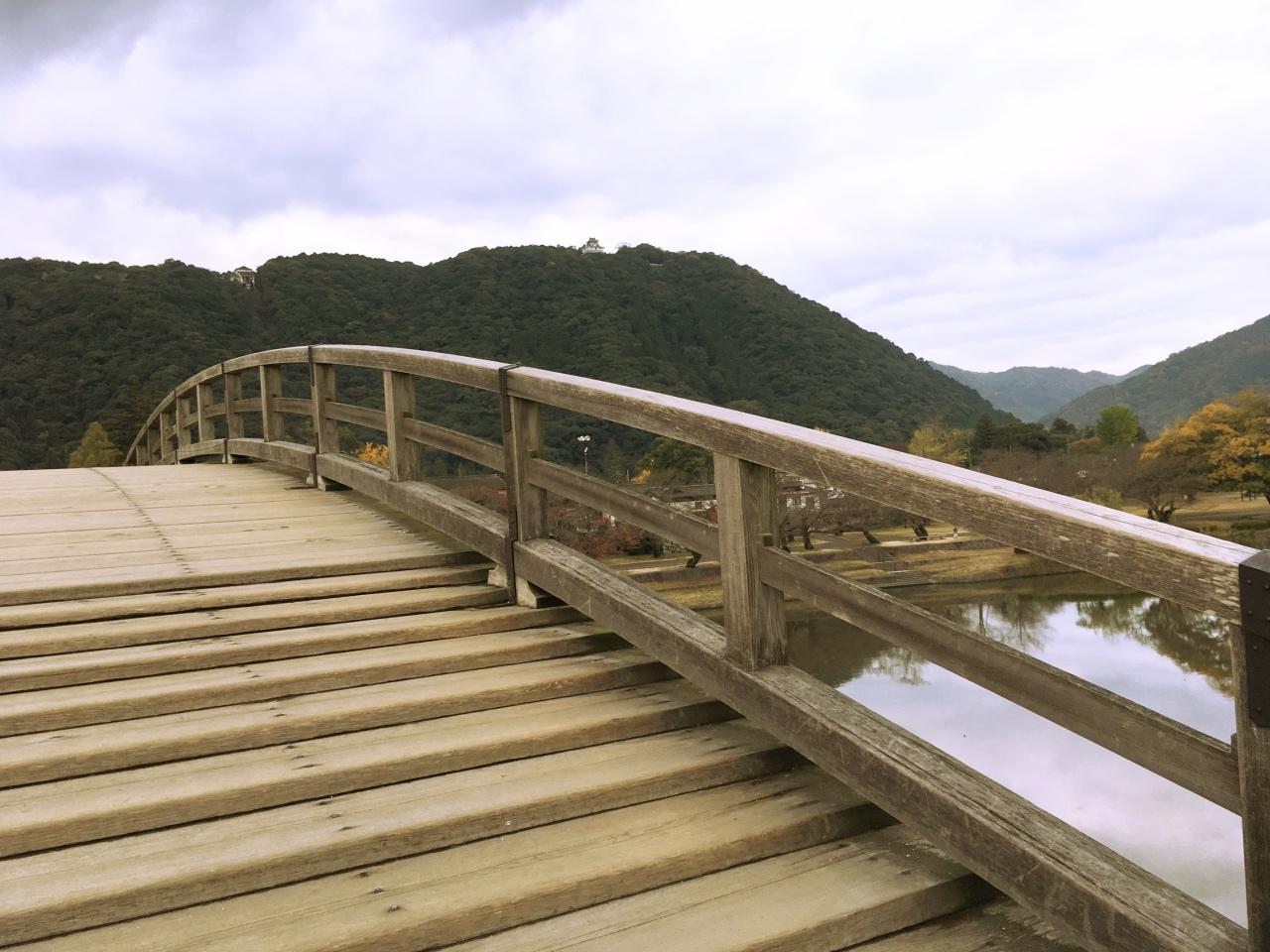 錦帯橋を渡る際には「小さな段差」に注意