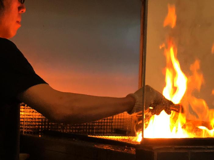 水道橋のイケメンが豪快火炙りで作るブランド豚の豚丼【豚や】