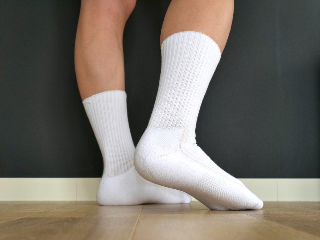 白靴下レビュー|GUやUNIQLOでは得られない履き心地