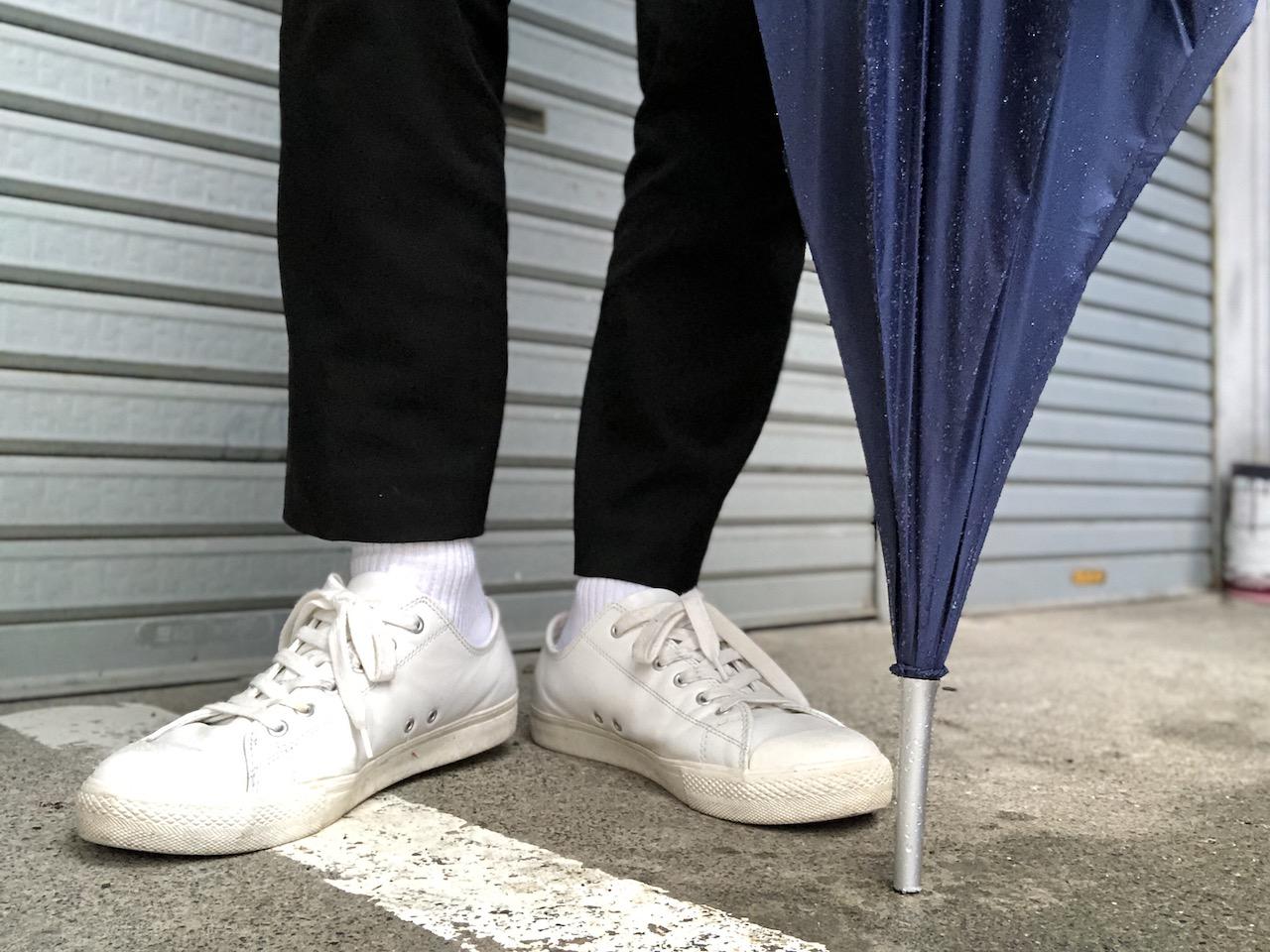 雨の路地裏、白靴下男子|白ソックス系男子